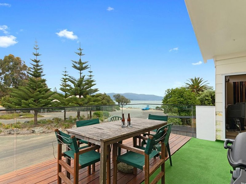 Totara Bach - Tata Beach Holiday Home, vacation rental in Collingwood