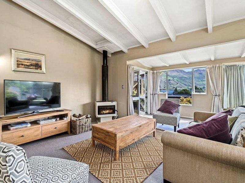 Taha Wai - Wanaka Holiday Home, vacation rental in Wanaka