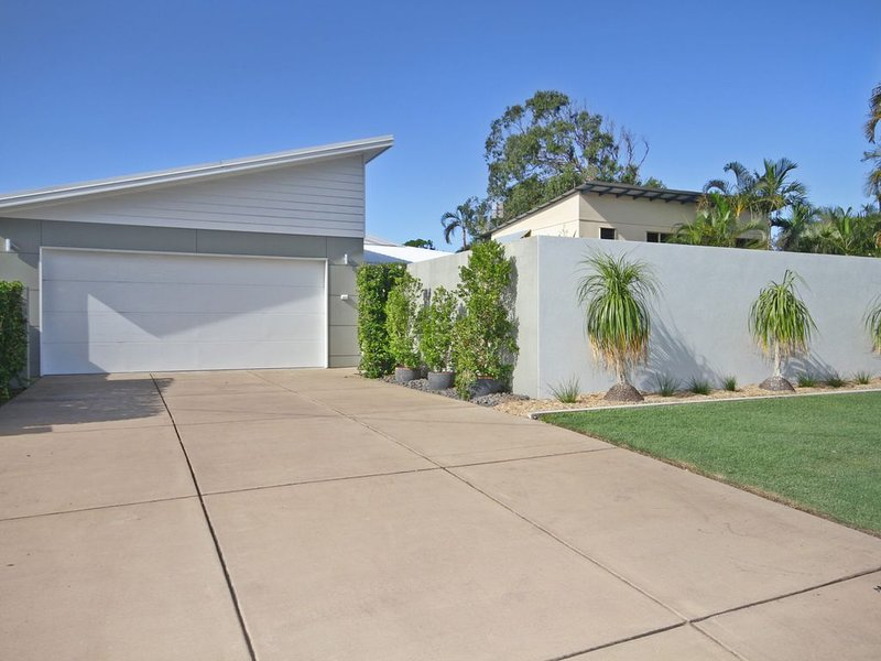 MAGNIFICENT HOLIDAY HOME IN CENTRAL COOLUM - HEATED POOL & PET FRIENDLY, vacation rental in Coolum Beach