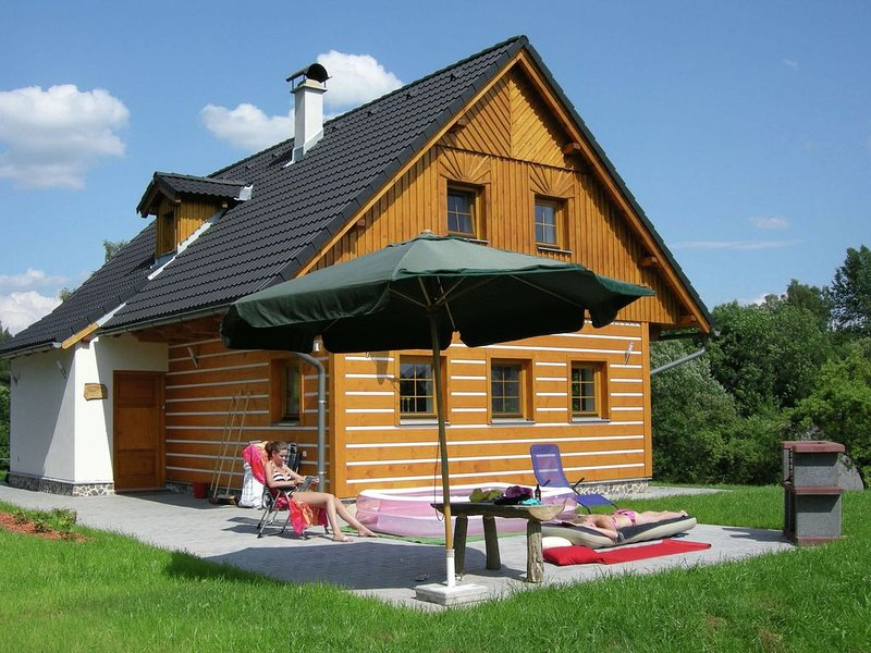 Beautiful villa in lovely nature reserve of the Krkonoše mountains at Roztoky u, holiday rental in Vitkovice