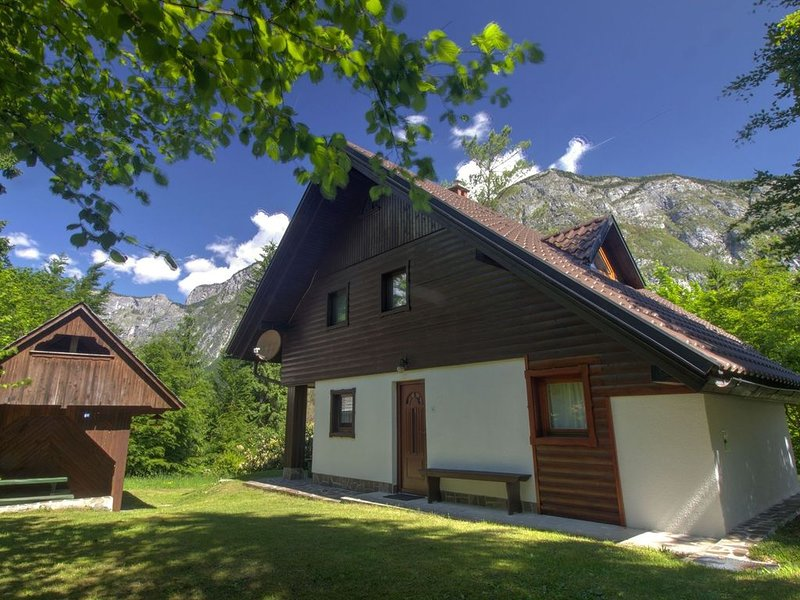 Balmy Apartment in Bohinjsko jezero near Lake, holiday rental in Bohinjsko Jezero