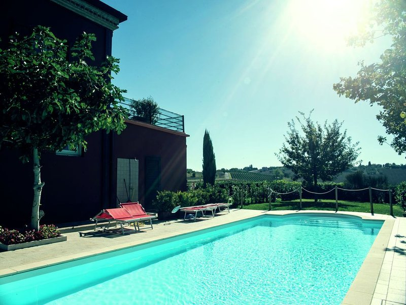 Apartment in a winery in the countryside with pool and breathtaking view, vacation rental in Gemmano
