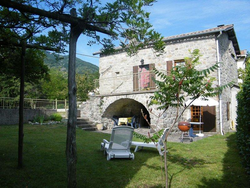 Cozy Holiday Home in La Souche by Le Lignon River, casa vacanza a Rocles