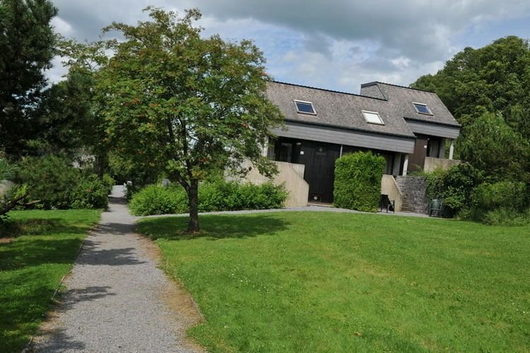 Functionally furnished bungalow located in the Ourthe Valley, vacation rental in Hotton