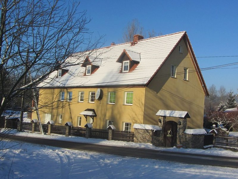 A spacious house in a quiet location on a quiet street, on the edge of a nature, vacation rental in Szklarska Poreba