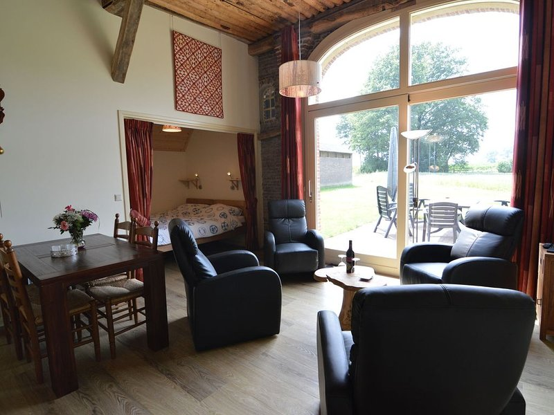 Quaint Farmhouse in Geesteren with Meadow View, holiday rental in Zwillbrock