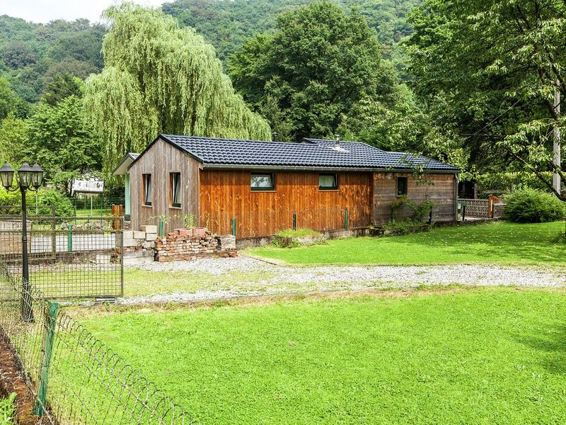 Cosy Chalet in Bomal-sur-Ourthe with Terrace, casa vacanza a Bomal