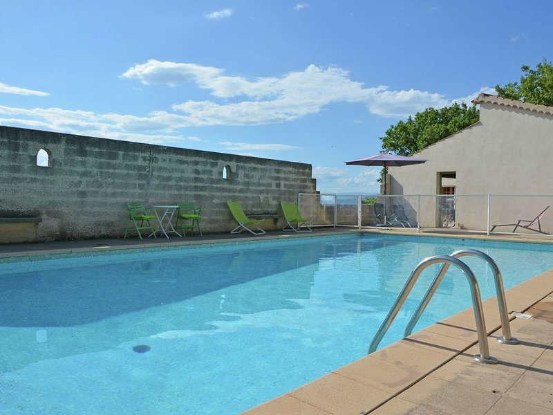 Simplistic Villa in Barjac with Swimming Pool, holiday rental in Barjac