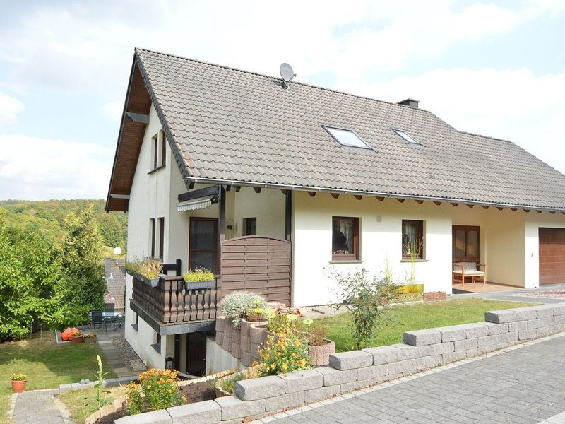 Very spacious and comfortable ground floor apartment in stunning, rustic surroun, holiday rental in Kottenborn
