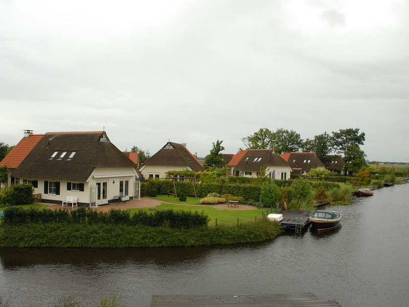 Country house with a terrace near the Langweerder Wielen, Ferienwohnung in Idskenhuizen
