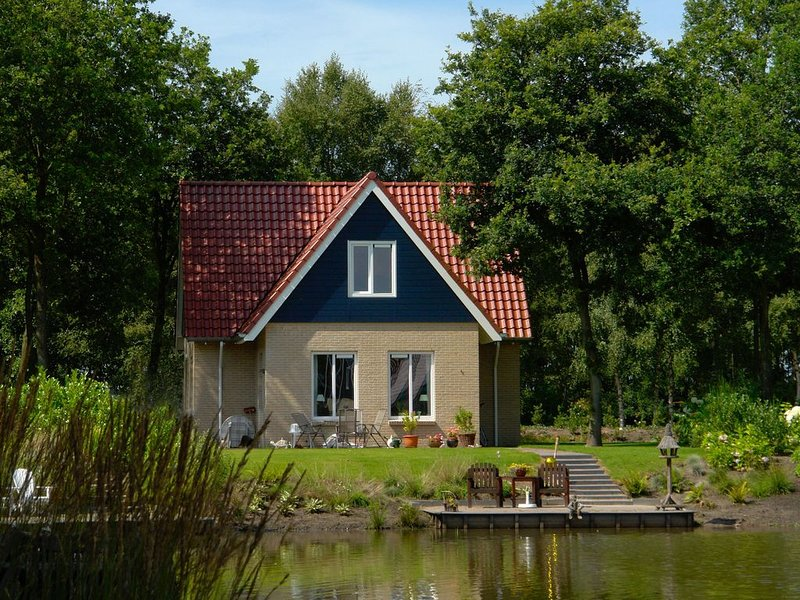 Spacious holiday home with a dishwasher, 20 km. from Assen, holiday rental in Meppen
