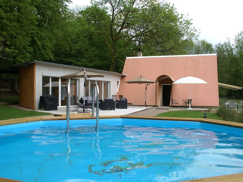 Luxurious Holiday Home in Delain with Jacuzzi, location de vacances à Vaite