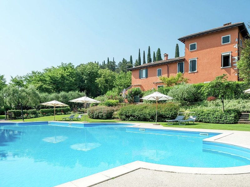 Apartment in Costermano with Garden, Sauna, Swimming Pool, Ferienwohnung in Pesina