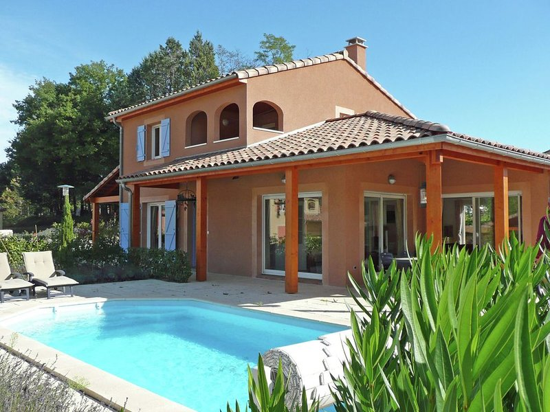 Modern Villa in Vallon-Pont-d'Arc with Swimming Pool, holiday rental in Lagorce