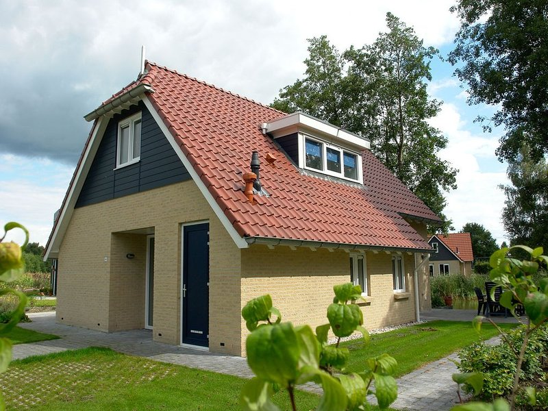 Spacious holiday home with a dishwasher, 20km from Assen, holiday rental in Meppen