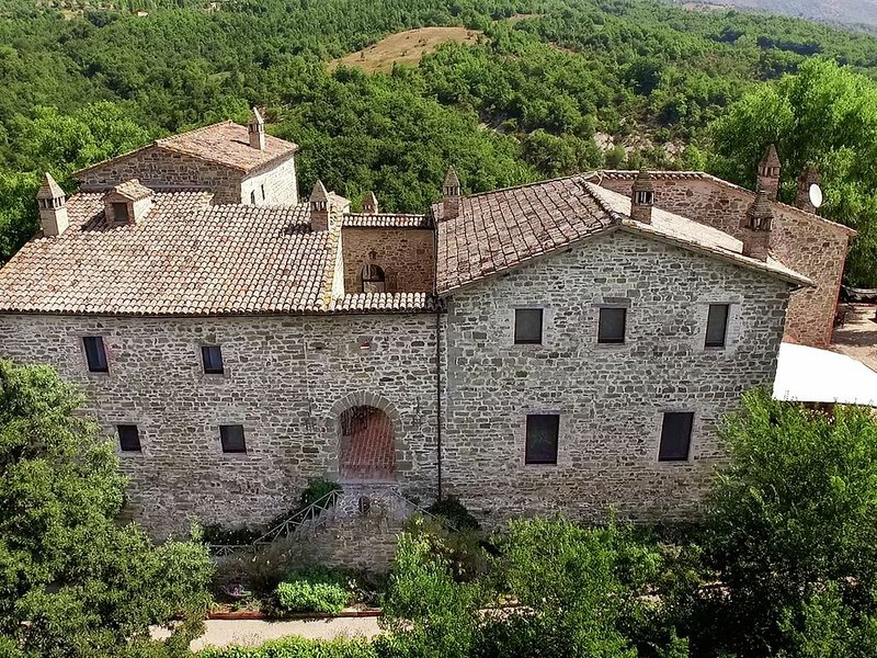 Valley-View Farmhouse in Umbertide with Pool and BBQ, vacation rental in Preggio