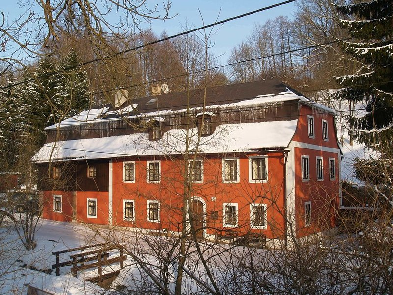 Beautiful group accommodation for summer or winter in the middle of the Krkonose, location de vacances à Svoboda nad Upou