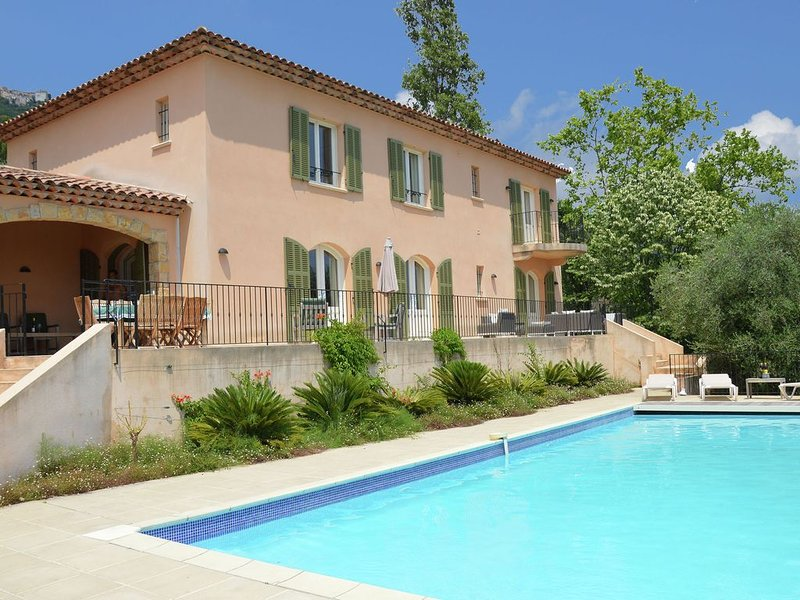 Modern Villa with Private Pool in Cabris, location de vacances à Grasse
