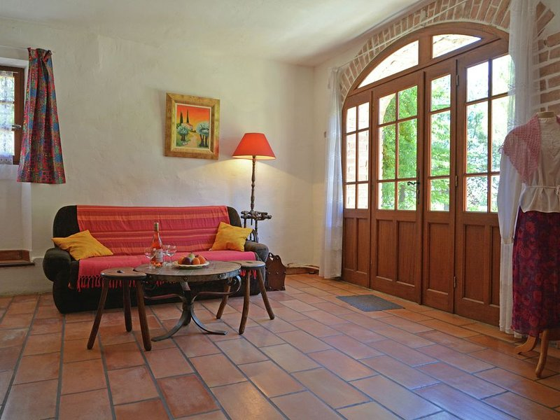 Villa in Bagard with Garden, BBQ, Garden Furniture, Playroom, location de vacances à Bagard