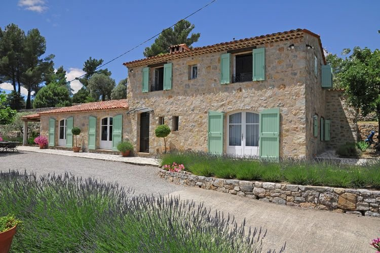 Provencal air-conditioned villa with private pool and stunning views, holiday rental in Seillans