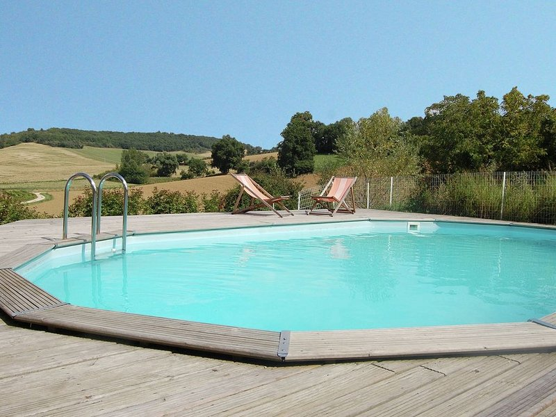 Pretty Villa With Private Pool in Montadet France, vacation rental in Giscaro