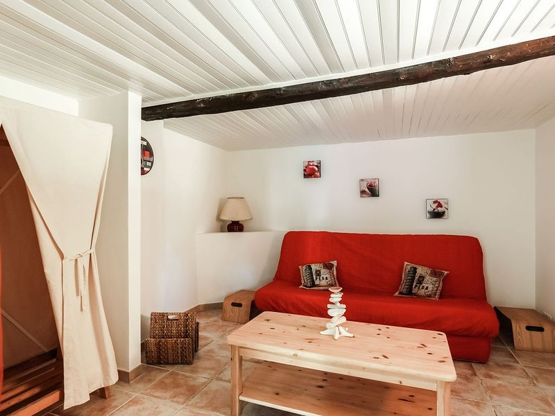 Pretty Holiday Home in Berre-les-Alpes with Garden, holiday rental in Utelle