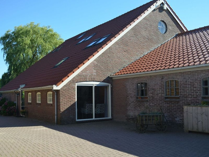 Rural and comfortably furnished group in the Drenthe-Friese Wold, holiday rental in Veenhuizen