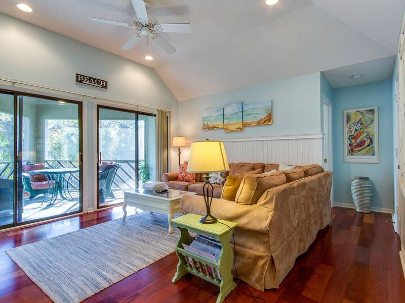 Second Floor Villa within walking distance of the beach & right next to lagoon!, holiday rental in Kiawah Island