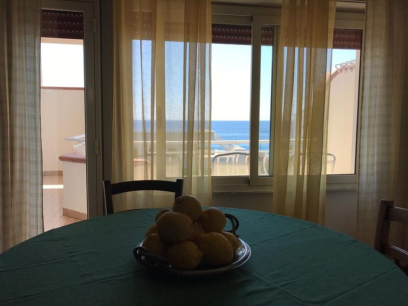 Ampio Appartamento Vicino a Taormina, holiday rental in Rocchenere