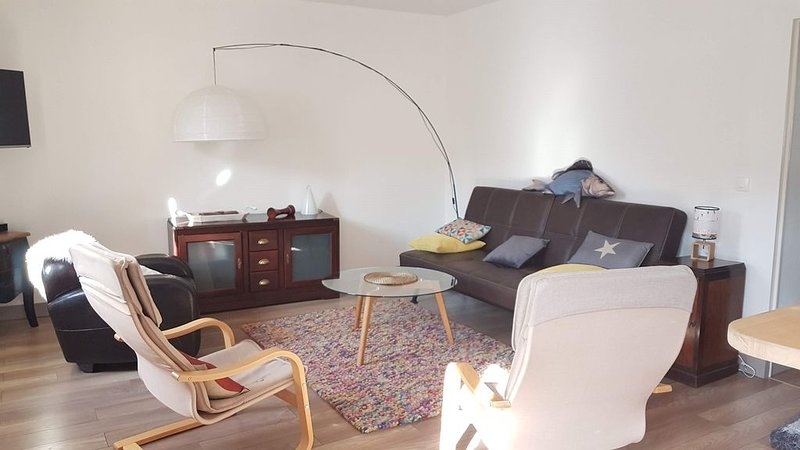 Appartement lumineux et calme 61 m2 à 5 minutes à pied du Port, location de vacances à Le Palais