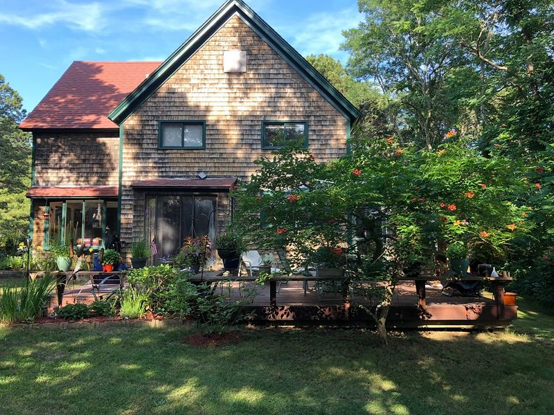 Cannon Hill House large yard Quiet + Close to Everything Wellfleet offers, vacation rental in Wellfleet