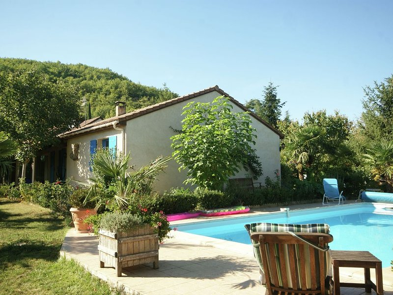Comfortable holiday home outside Espère with private swimming pool and beautiful, Ferienwohnung in Bellefont-La Rauze