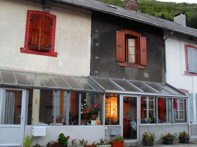 This comfortably furnished holiday home is located in a small and friendly neigh, holiday rental in La Mure