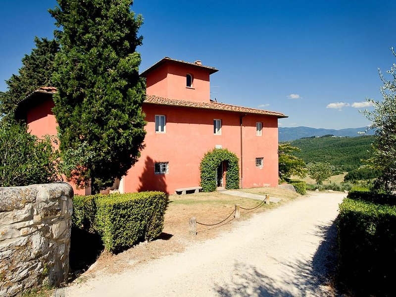 Sprawling Mansion in Tuscany with Swimming Pool, location de vacances à Rignano sull'Arno