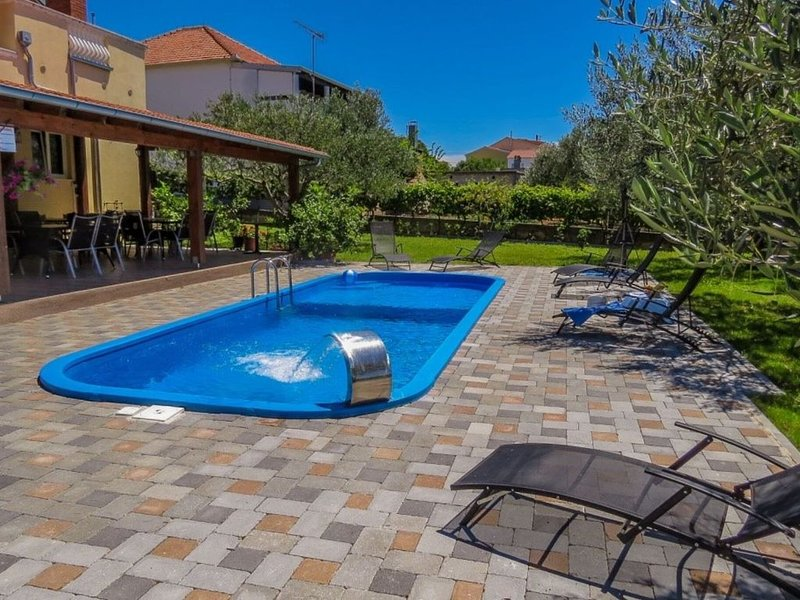 Captivating Holiday Home in Pakoštane with Swimming Pool – semesterbostad i Pakostane