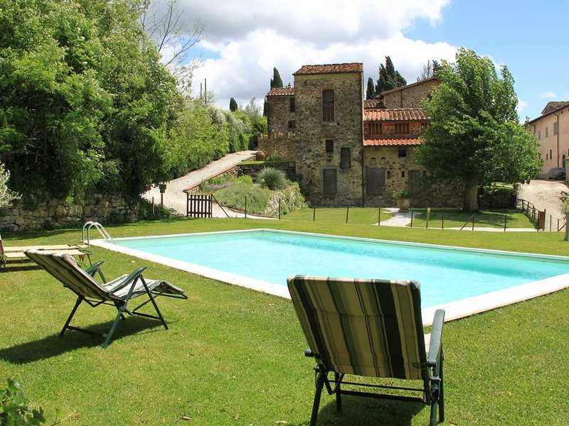 Vintage Holiday Home with Swimming Pool in Montorsoli, holiday rental in Trespiano