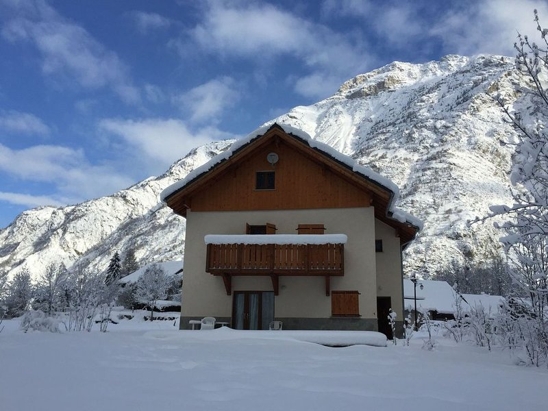 Modern Chalet in Vénosc with Swimming Pool, holiday rental in Vénosc