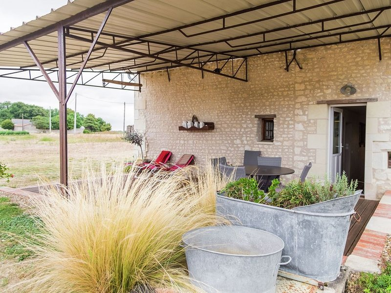 Serene Holiday Home for family vacation with partially fenced garden, holiday rental in Jaulnay
