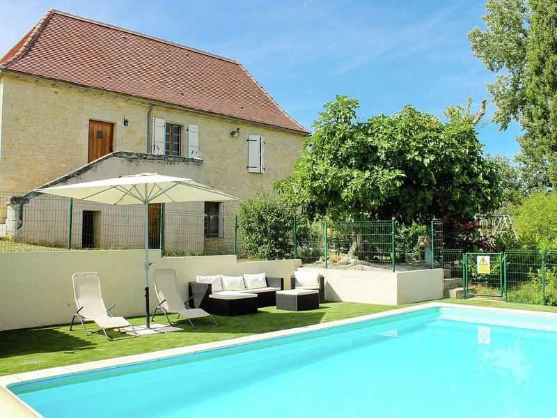 Restored mansion with heated private swimming pool in beautiful rural setting, vacation rental in Saint-Medard
