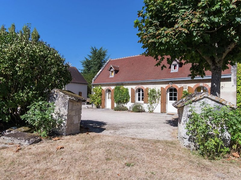 Luxurious Holiday Home in Montrichard with Pool, holiday rental in Bourre