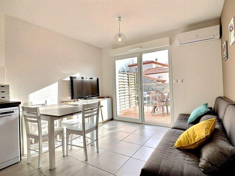 Confortable pavillon dans une résidence sécurisée avec piscine chauffée. V22, vacation rental in Villeneuve les Beziers