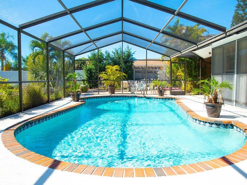 NEW Luxury w Pool Sleeps 7, holiday rental in Bradenton