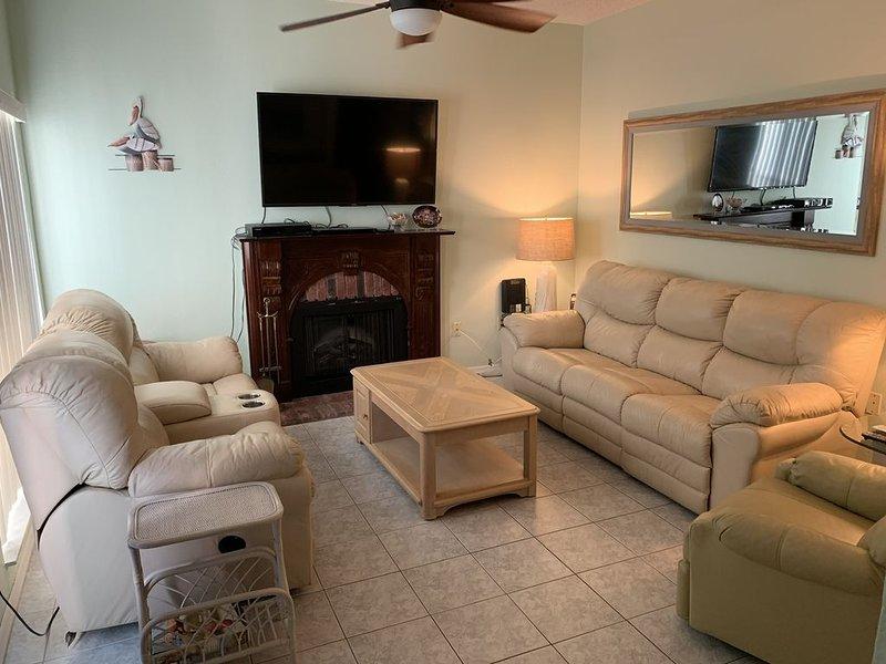 2 Bedroom, 2.5 bath Condo 169F near Madeira Beach Intracoastal. GATED COMMUNIT, vacation rental in Madeira Beach