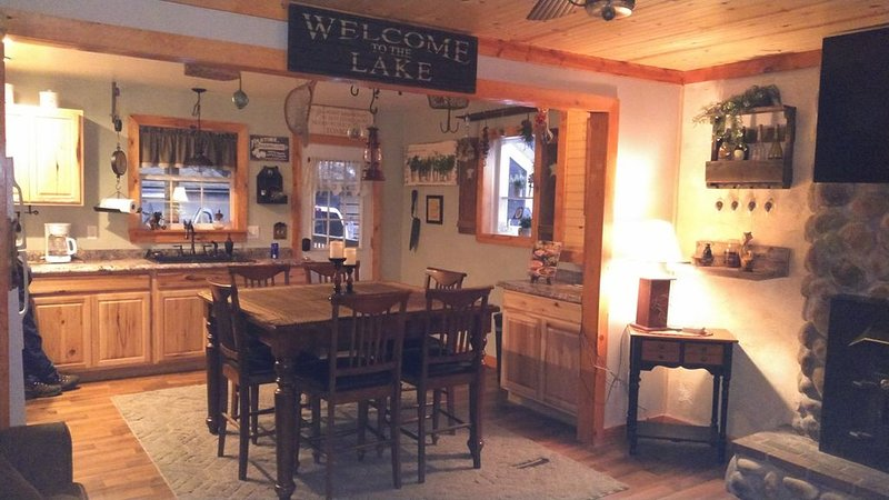 Sleepy Hollow Lodge pond front retreat, holiday rental in Wysox