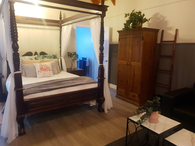 The Flamingo Cottage, holiday rental in Emerald
