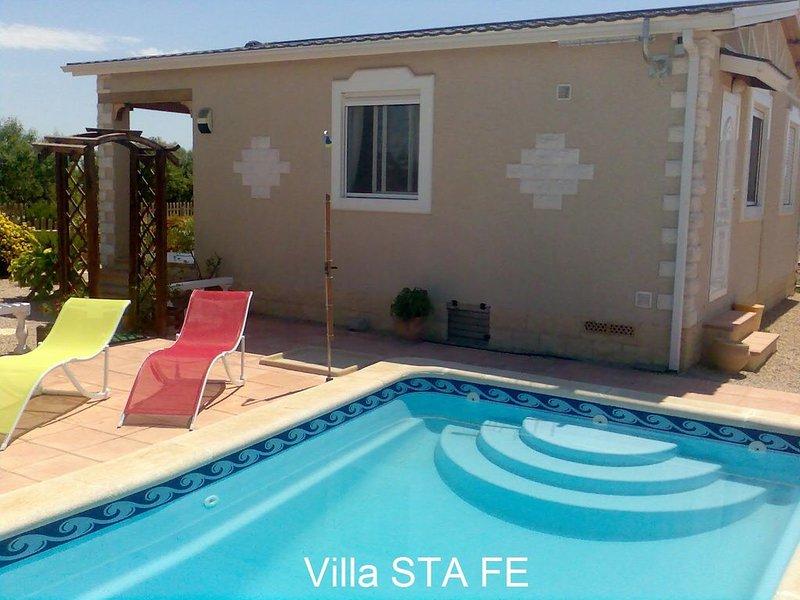 Villa con piscina privada en la Tranquilidad del campo, casa vacanza a Cuevas de Reyllo