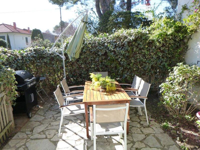 T2 en rez de jardin au calme, à 50 m  de la plage et des commerces, holiday rental in Saint-Cyr-sur-Mer