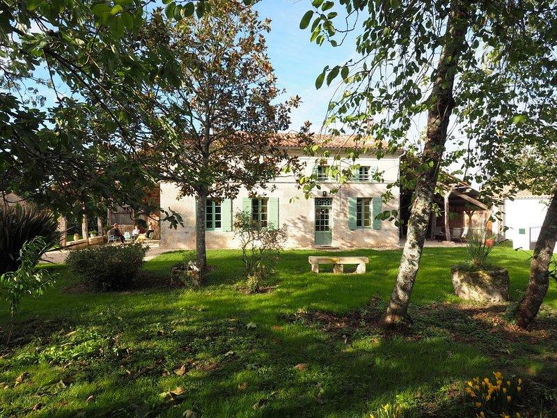 Gite 8 personnes*** près de Jonzac véritable havre de paix plus parking, holiday rental in Saint Seurin de Palenne