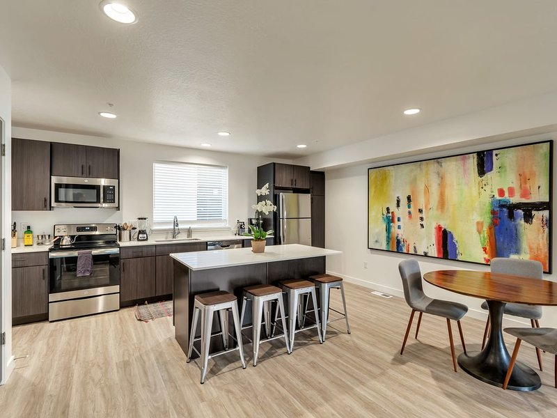 Superb Downtown Townhouse: 2 Suites 2.5 Baths, holiday rental in Salt Lake City