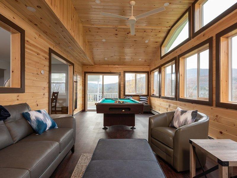 Modern Mountain House 5Bd/3Ba, HotTub, 4 Season Room, 5 min from Windham Mtn, location de vacances à Windham